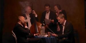 Tango Orkesteret er : Henrik Sveidahl, saxofon Kristian Jørgensen, violin Palle Windfeldt, guitar Kaare Munkholm, vibrafon Thomas Ovesen, kontrabas